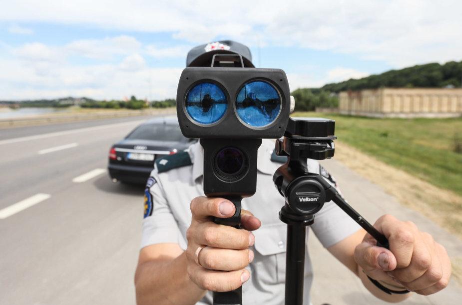Pareigūnai tikrino vairuotojų greitį
