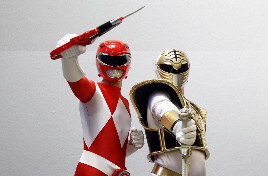 """""""Power Rangers"""" herojais persirengę gerbėjai"""