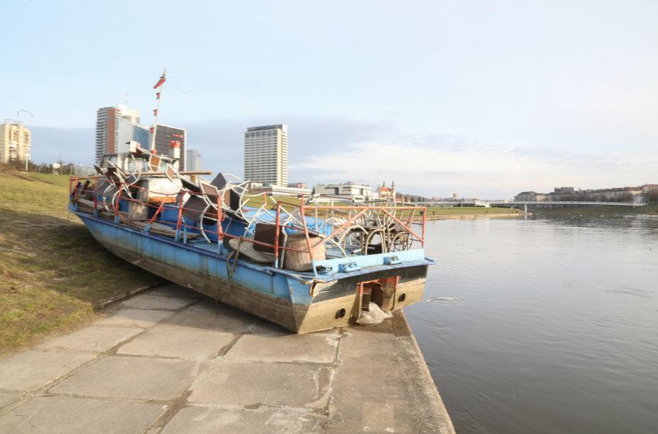 Laivas Neries krantinėje