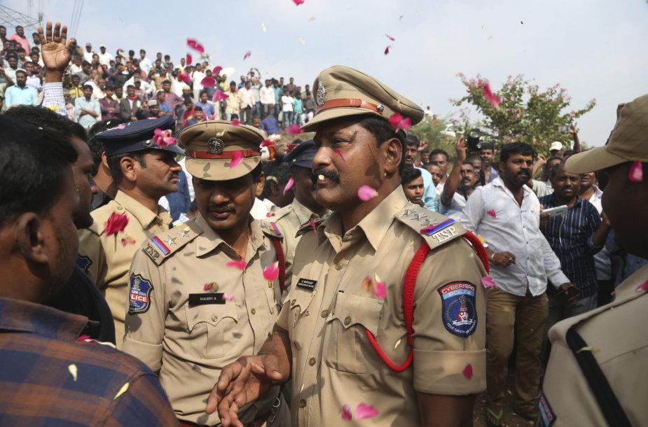 Indijos policija nušovė keturis grupinio išžaginimo įtariamuosius