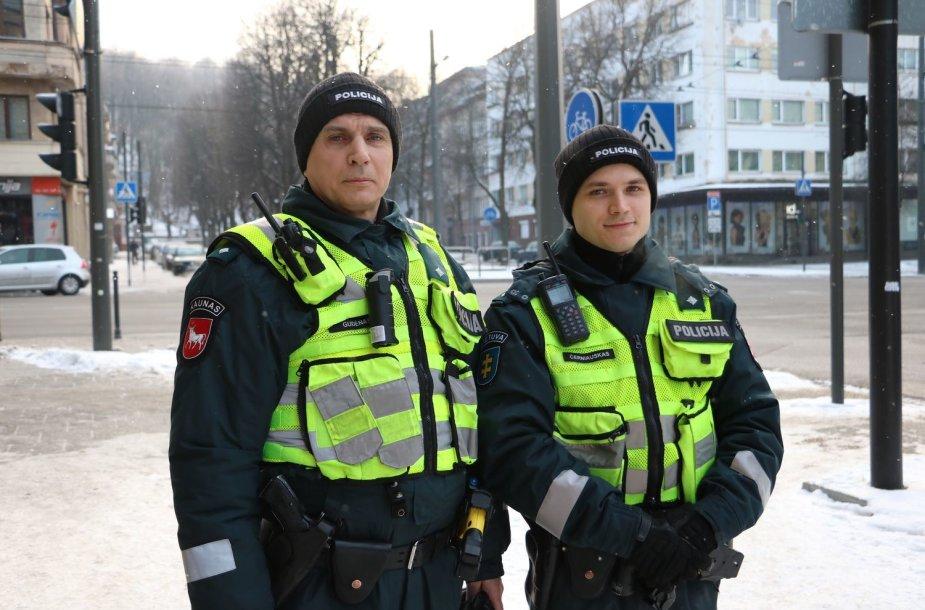 Kauno apskrities policijos pareigūnai Osvaldas Gudėnas ir Mantas Černiauskas
