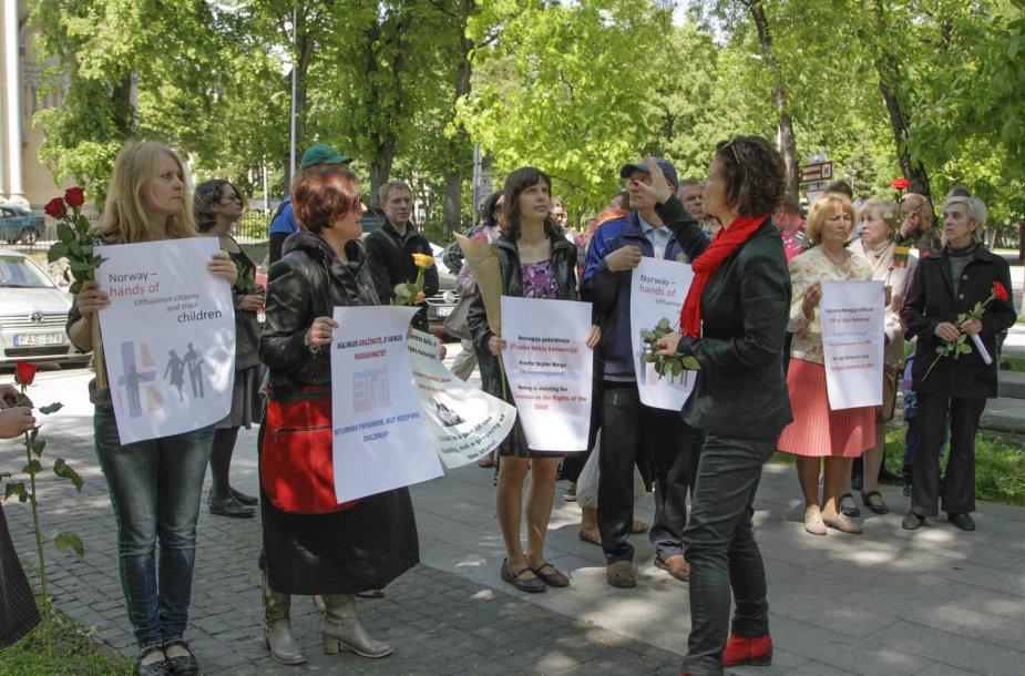 Protesto akcija prie Norvegijos ambasados Vilniuje