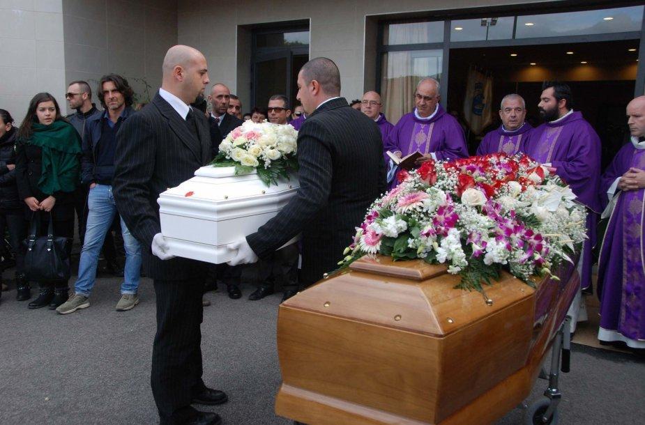 Sardinijos uostamiestyje Olbijoje - stichijos aukų laidotuvės