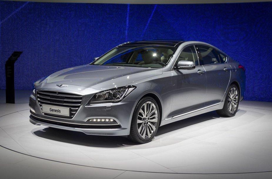 """""""Hyundai"""" iššūkis Europoje - prabangus """"Genesis"""" sedanas"""