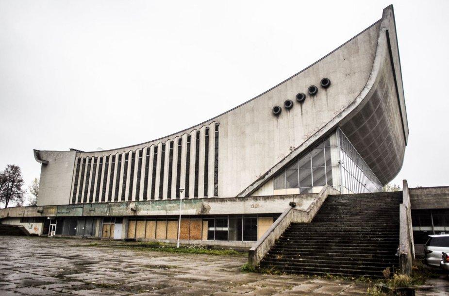 Didelė koncertų ir sporto rūmų erdvė nenaudojama jau ne vienerius metus.
