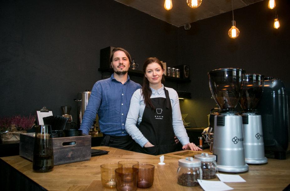 """Kavinės """"Kavos virėjai"""" įkūrėjai Agnė ir Tadas Dėdinskai"""