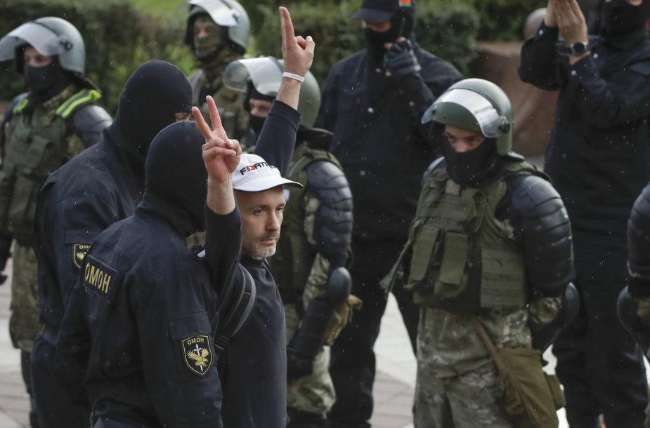 Per protestus Minske sulaikyta apie 50 žurnalistų