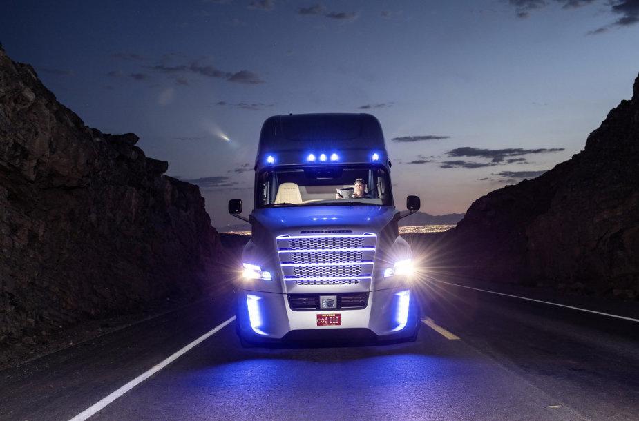 Freighliner-Inspiration-Truck-24
