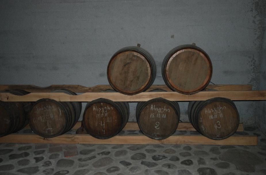 Senos vyno statinės