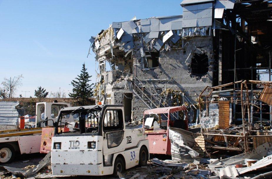 Sunaikinta technika Donecko oro uoste.