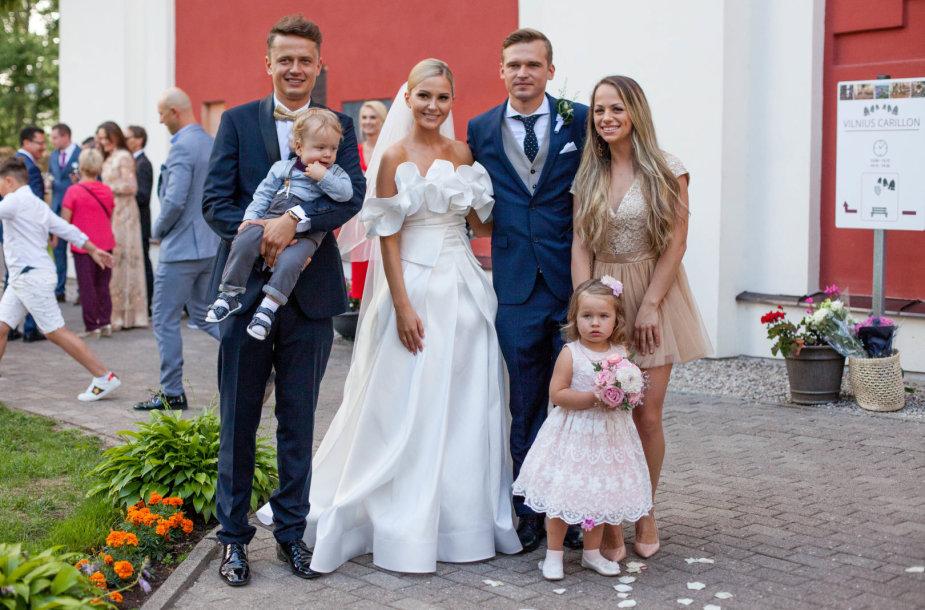 Laura Navikaitė ir Rytis Žvagulis su jo brolio Ąžuolo šeima