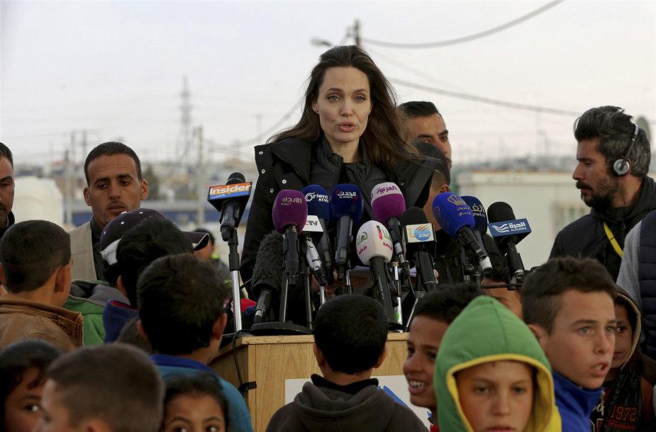 Angelina Jolie apsilankė pabėgėlių stovykloje Jordanijoje