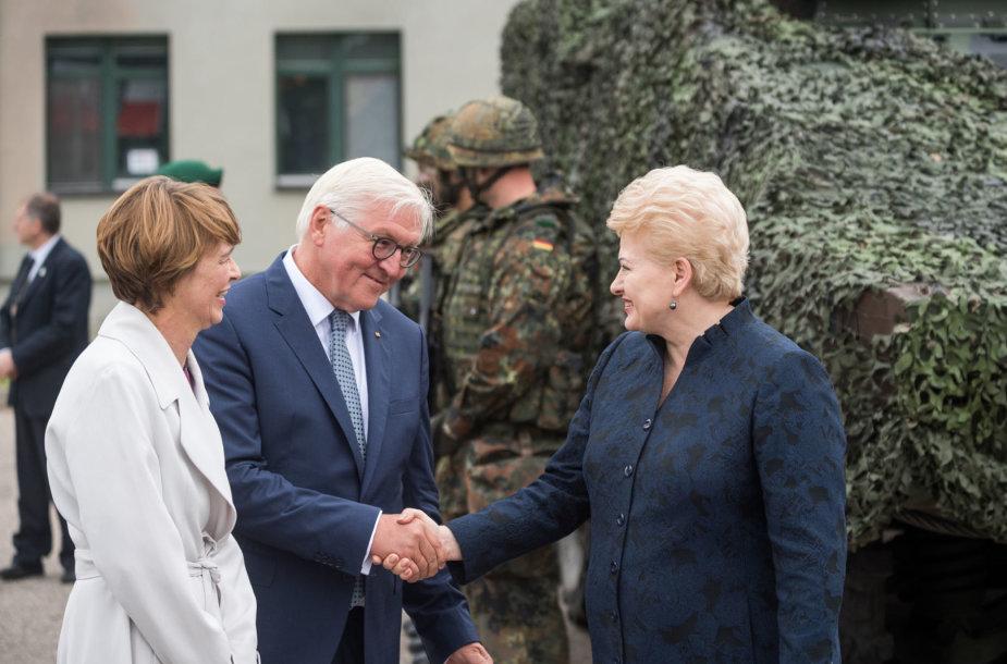 Lietuvos ir Vokietijos prezidentai aplankė Rukloje tarnaujančius vokiečius