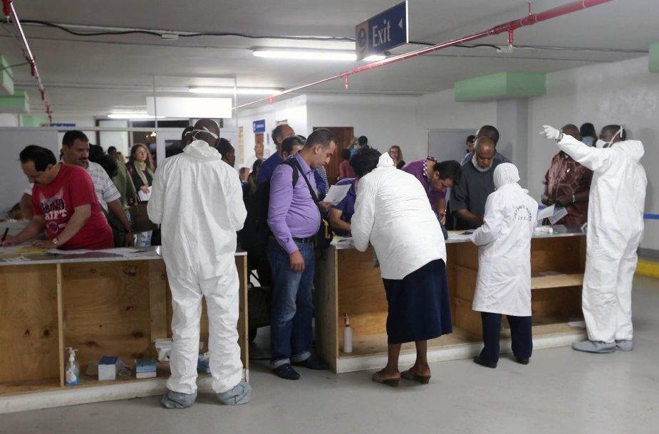 Patikrinimas Kenijos oro uoste nuo Ebola viruso