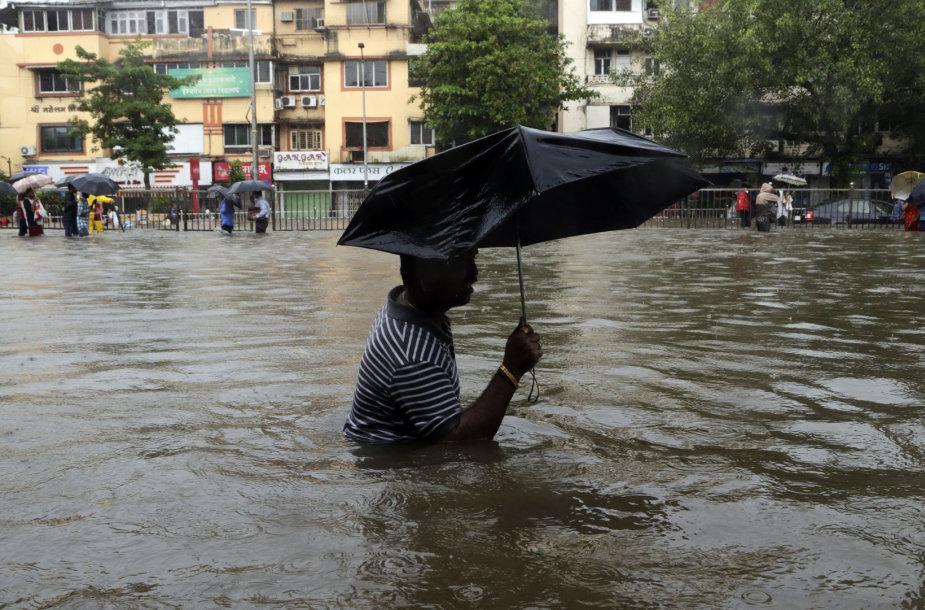 Mumbajų plauna potvyniai
