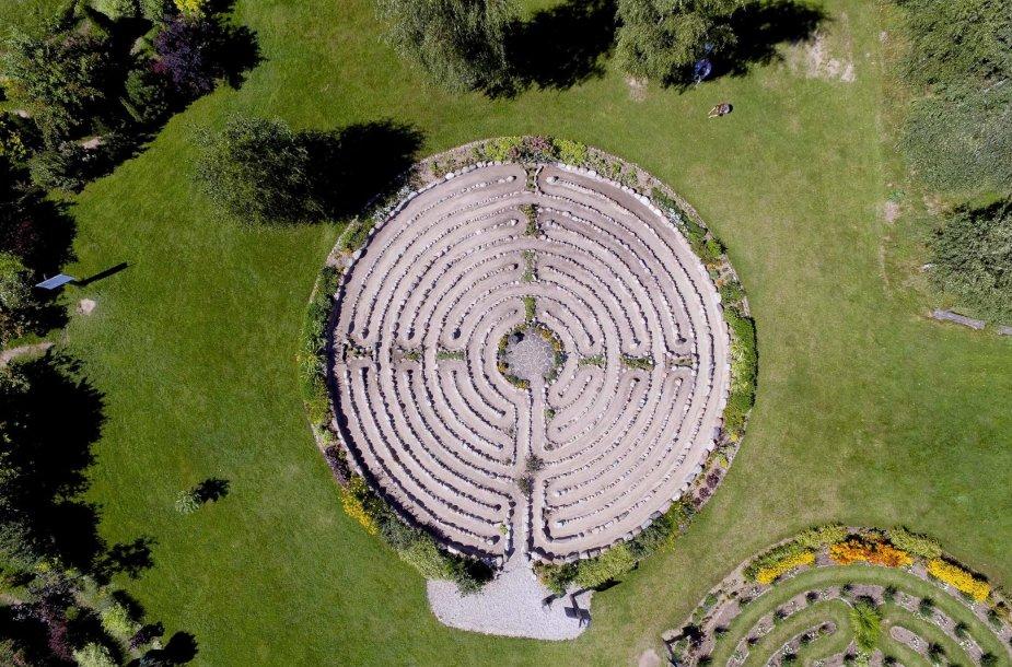 Energetinių labirintų ir geometrinių figūrų parkas prie Platelių