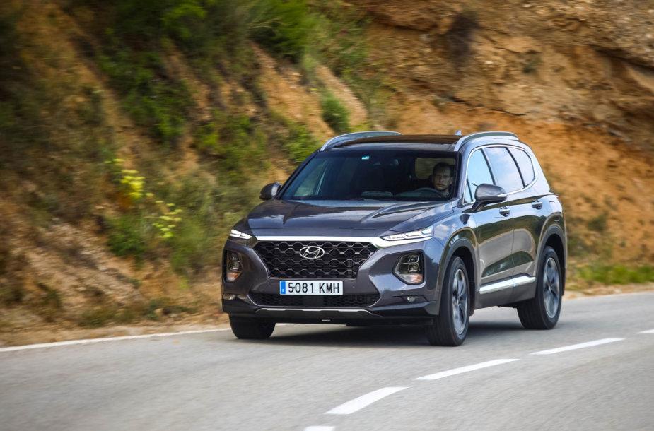 """Naujas """"Hyundai Santa Fe"""" pirmiausia tiems, kam nerūpi ženkliukai"""