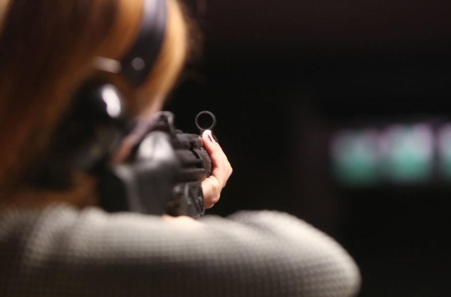 """""""Ekskomisarų Biuro"""" šaudykloje"""