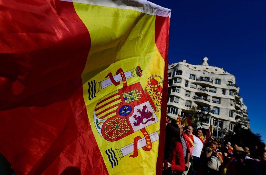 Katalonijos nepriklausomybės priešininkai renkasi į mitingą Barselonoje.