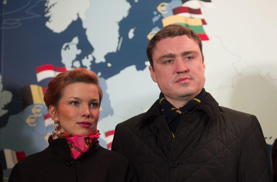 Estijos premjeras Taavi Roivas su žmona