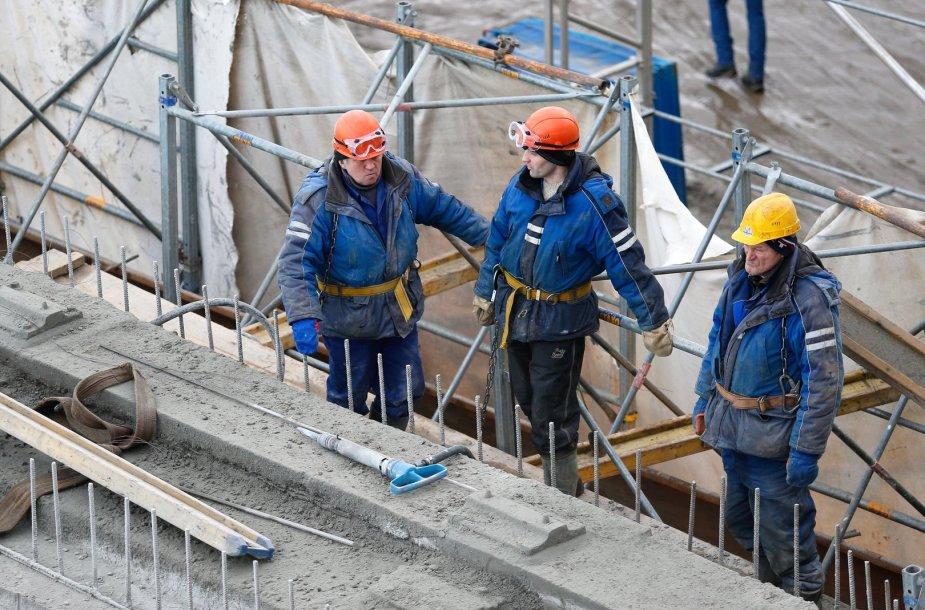 Kaliningrade ardomo Berlyno tilto darbuotojai