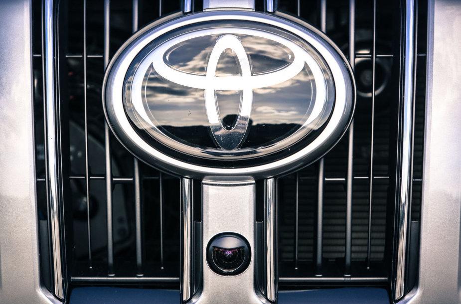 """Atnaujintas """"Toyota Land Cruiser"""""""