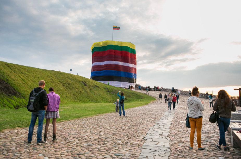 Trijų Baltijos valstybių Prezidentų sveikinimai ir iškilminga vėliavų pakėlimo ceremonija Katedros aikštėje Vilniuje
