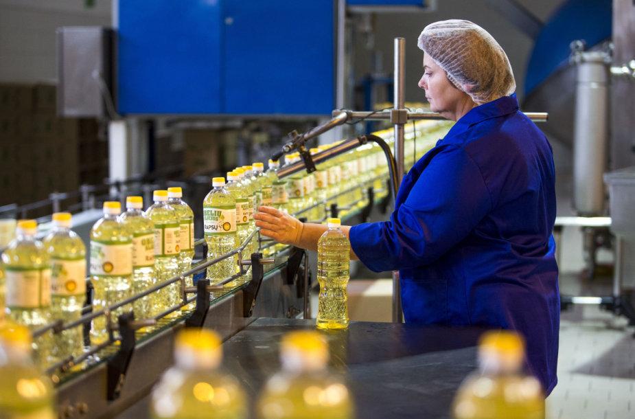 """""""Obelių aliejaus"""" gamykloje"""