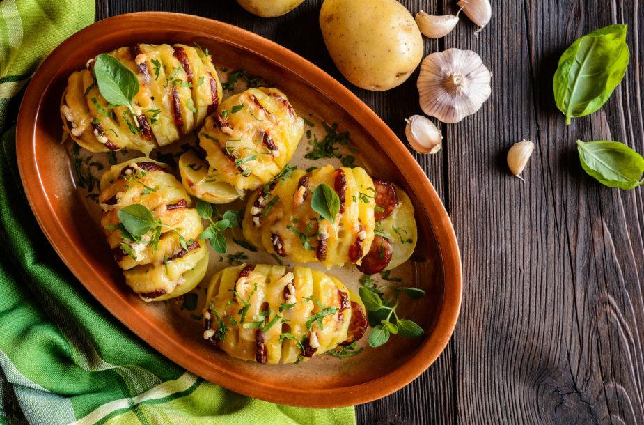 Orkaitėje keptos bulvės su sūriu