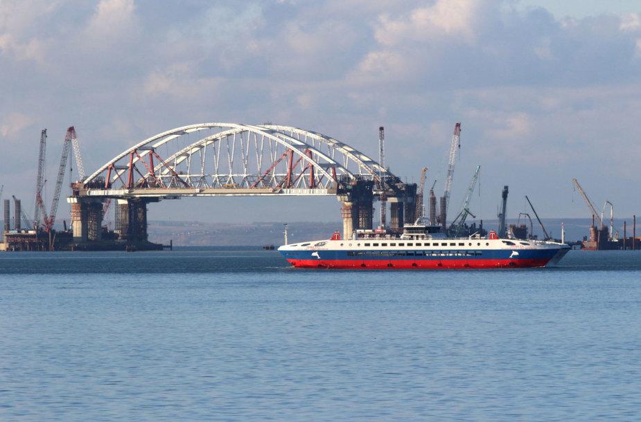 Tilto, sujungsiančio Krymą ir Rusiją, statybos