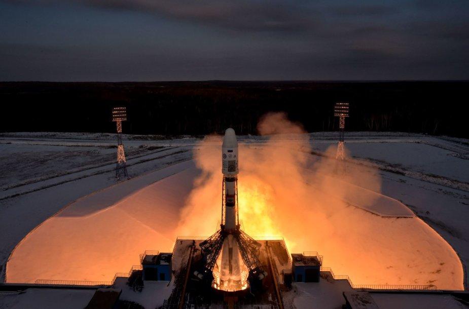 """Iš kosmodromo """"Vostočnyj"""" kyla raketa """"Soyuz"""""""
