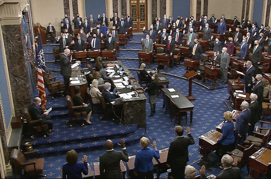 Apkaltos teismo pradžia JAV Senate