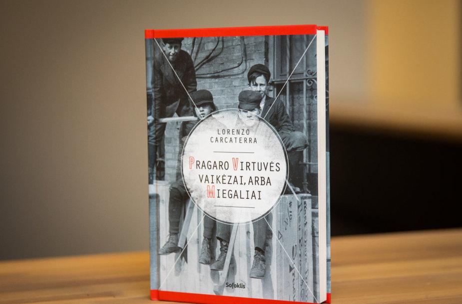 """Lorenzo Carcaterra knyga """"Pragaro virtuvės vaikėzai, arba Miegaliai"""""""