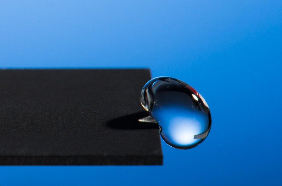 Nauja technologija leidžia apdirbti metalus taip, kad nuo jų atšoktų vanduo