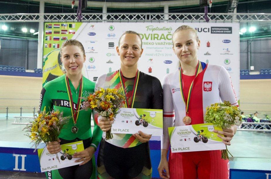 Simona Krupeckaitė (viduryje) lenktyniavo Panevėžyje.