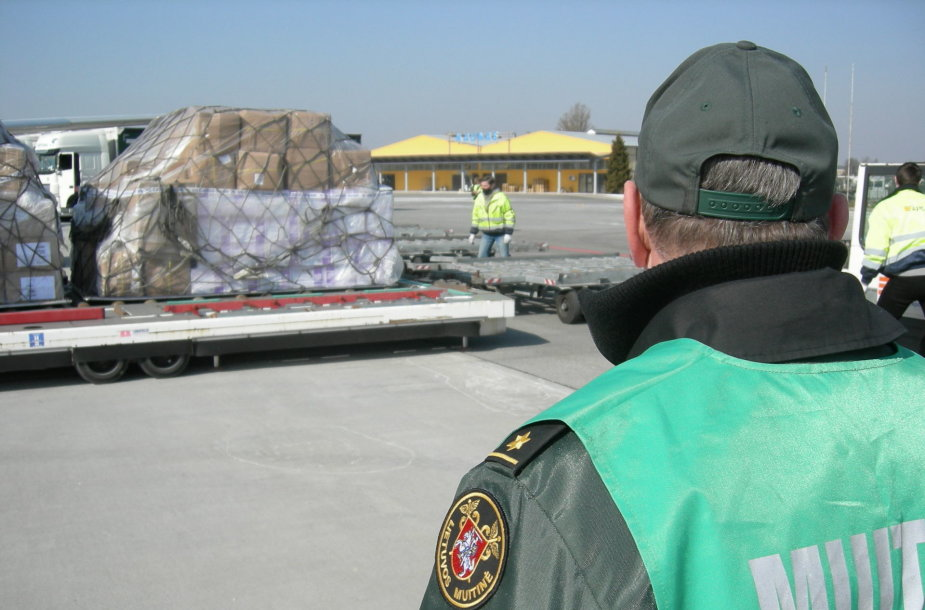 Į Kauno oro uostą atgabentos medicininės apsaugos priemonės