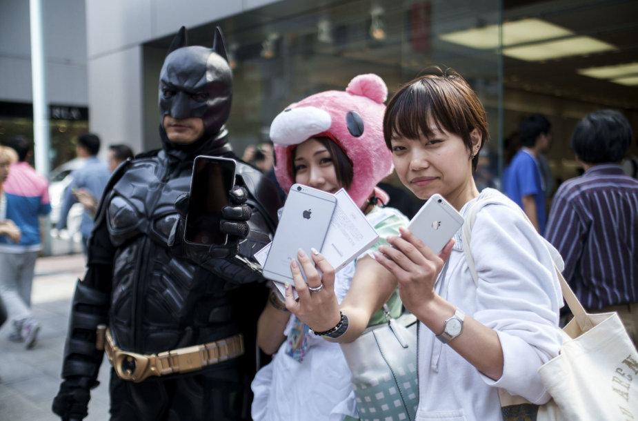 """""""Apple"""" pradėjo prekybą išmaniaisiais telefonais """"iPhone 6"""" ir """"iPhone 6 Plus"""""""