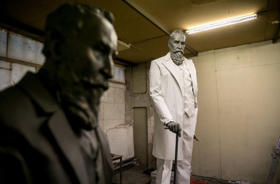 Susitikimas su J. Basanavičiaus skulptūros autoriais