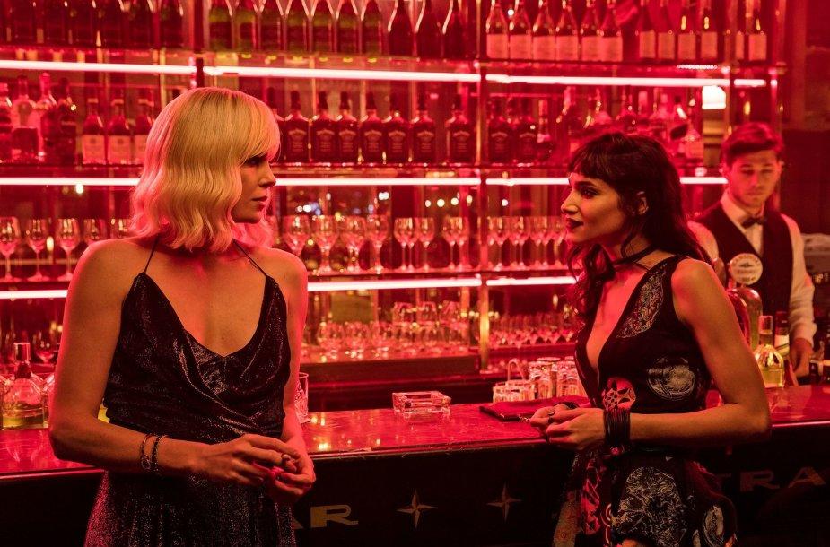 """Charlize Theron ir Sofia Boutella filme """"Atominė blondinė"""""""