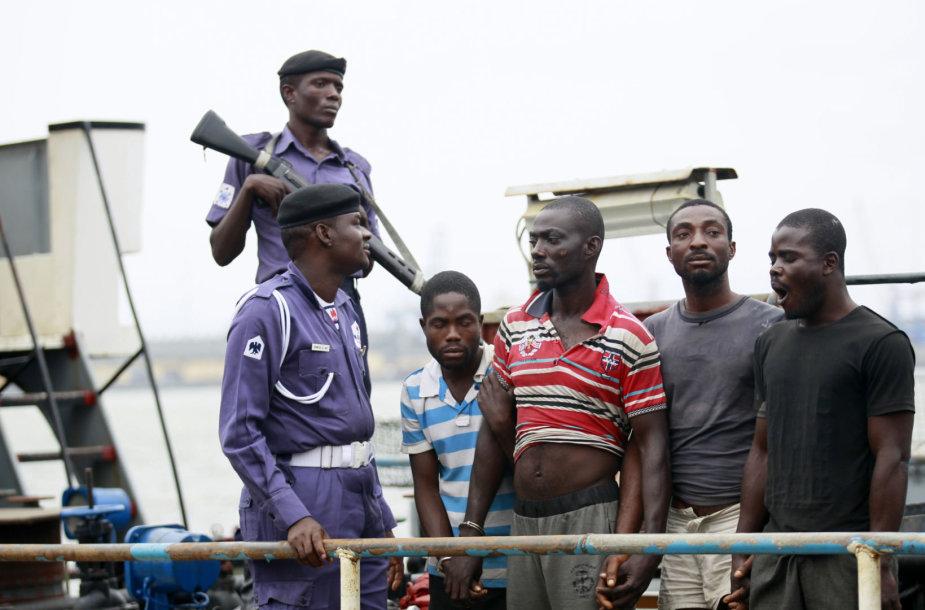 Piratai prie Nigerijos krantų