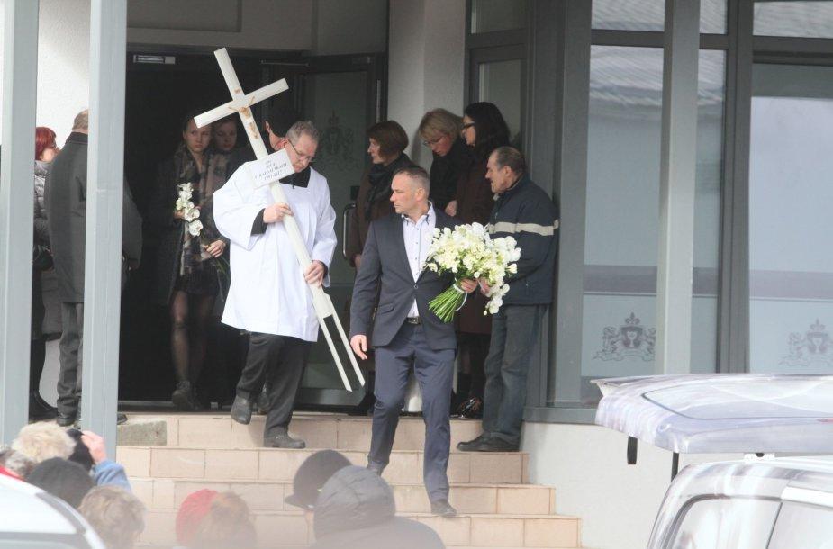 Plungė ir visa Lietuva atsisveikina su žiauriai nužudyta Ieva Strazdauskaite