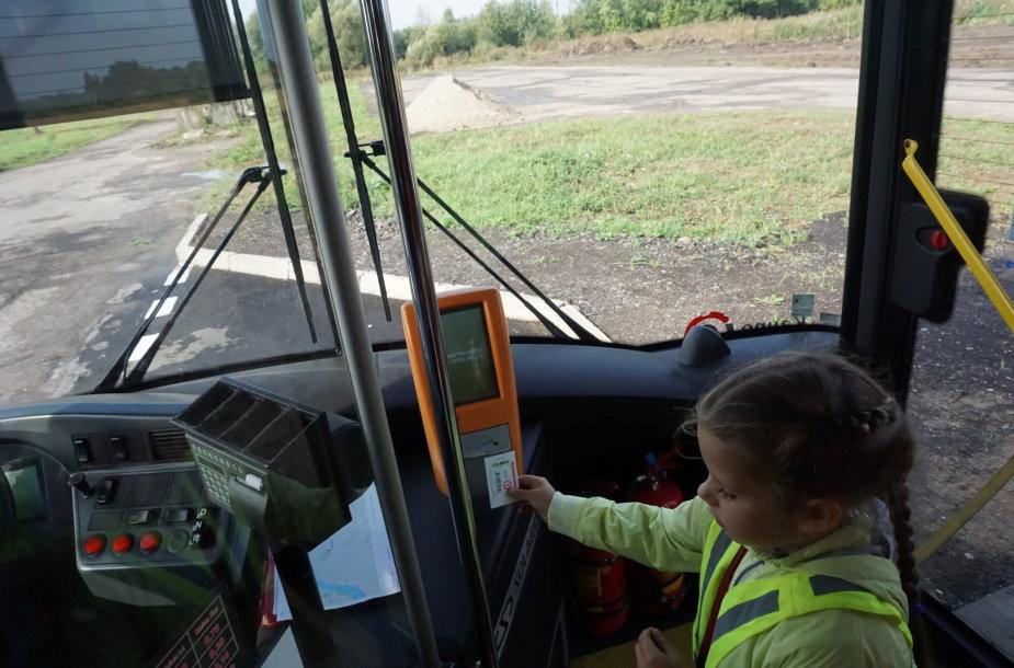 Vaikas viešajame transporte