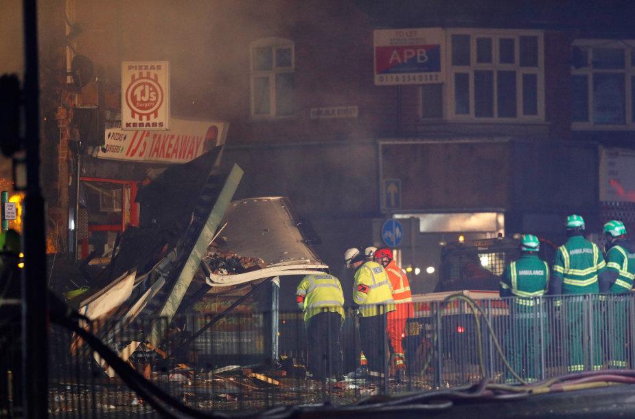 Jungtinėje Karalystėje Lesterio mieste sprogo dviejų aukštų pastatas