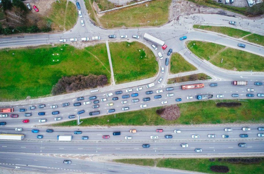 Vilniuje – didelė spūstis dėl sustojusio sunkvežimio