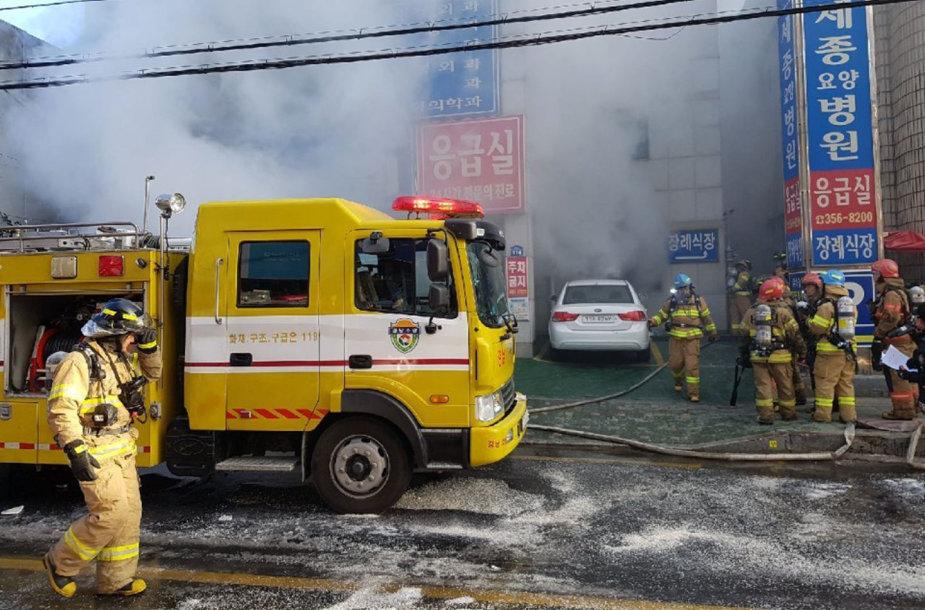 Pietų Korėjoje užsidegė ligoninė