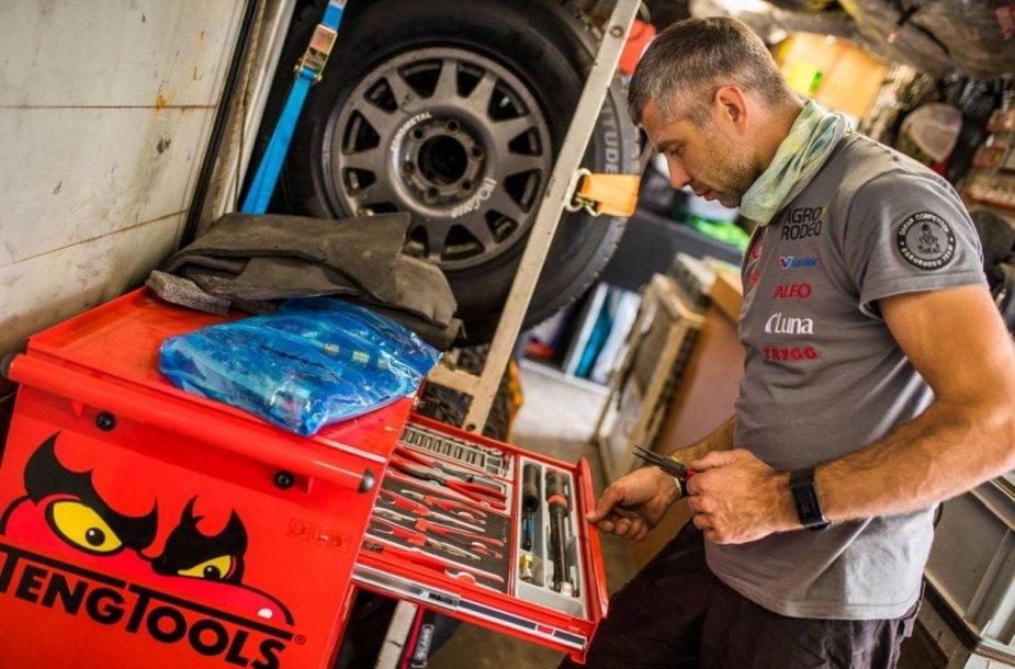 """""""Agrorodeo"""" mechanikų darbas Dakaro ralyje"""