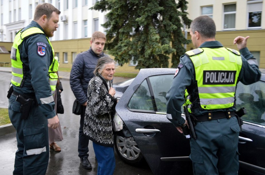 Šiaulių policija padėjo močiutei rasti namus