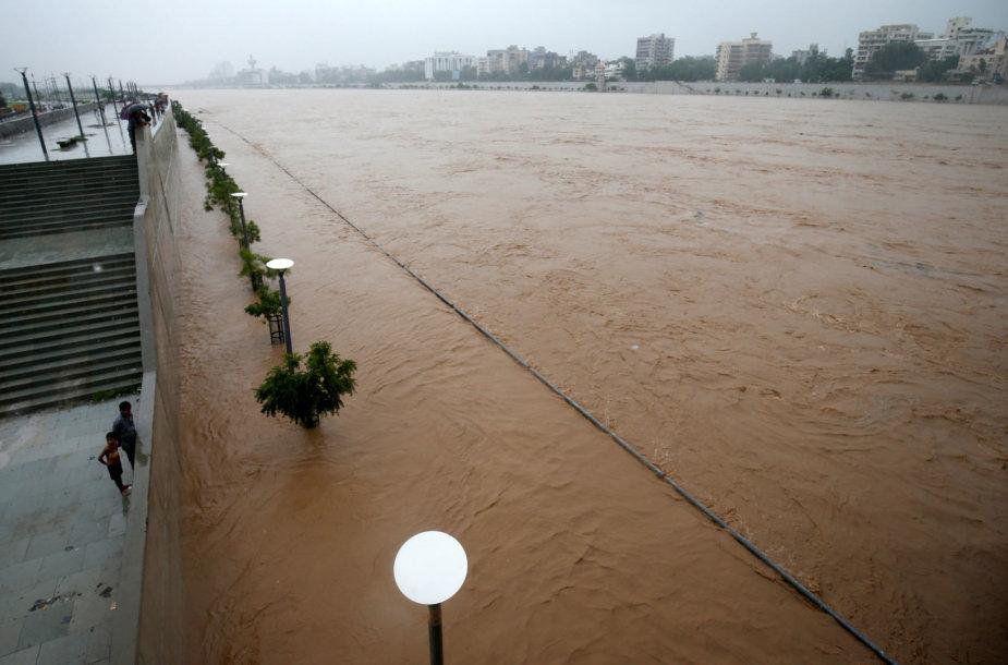 Indijoje dėl stiprėjančio musono žuvo dar aštuoni žmonės