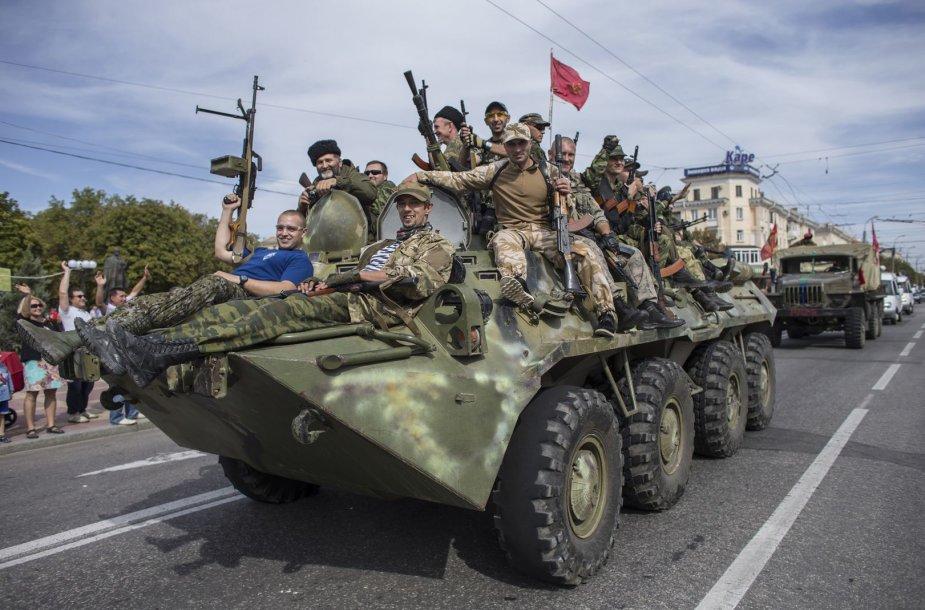 Prorusiškų teroristų paradas Luhanske