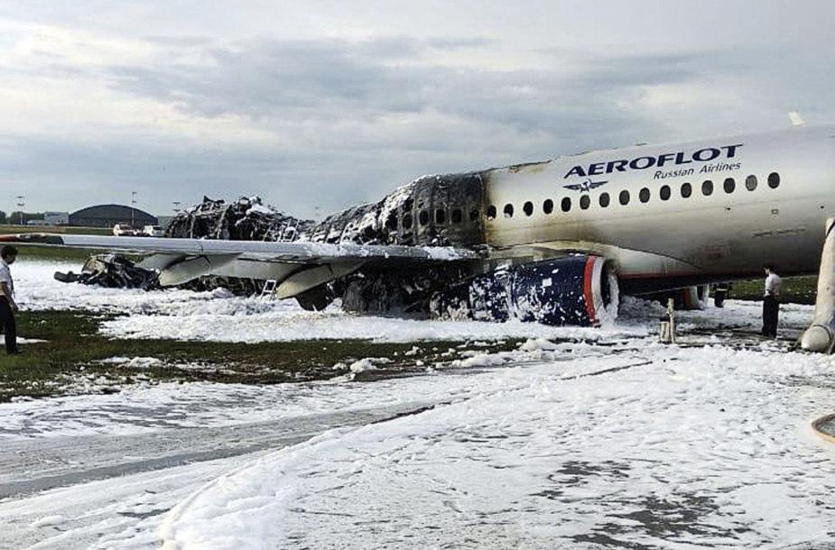 Ar 41 žmogų pražudė neprofesionalus pilotų elgesys?